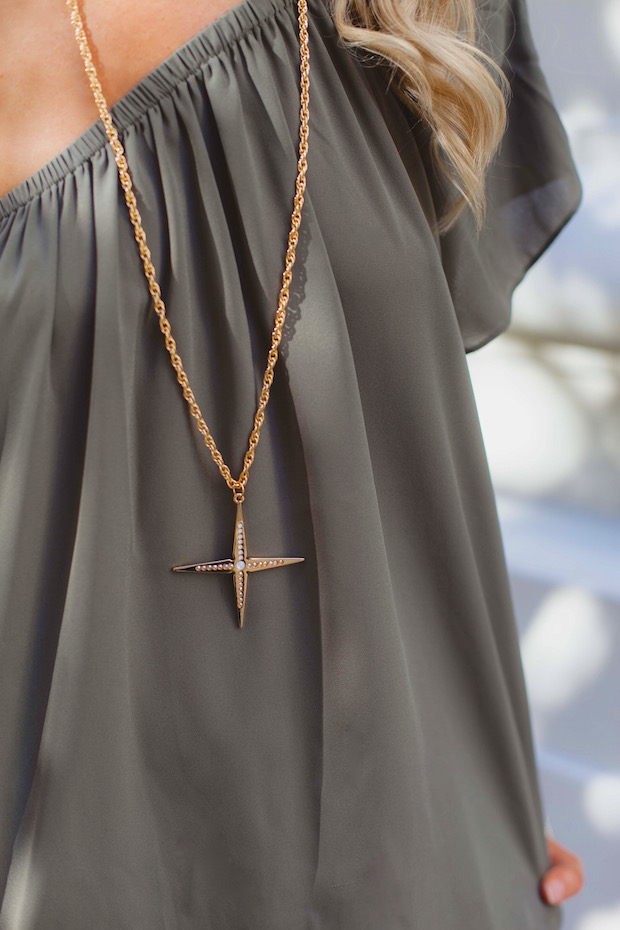 Gold Look Up star pendant necklace The Supper Model